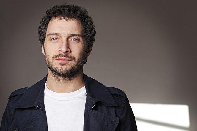Claudio Santamaria voce in PIIGS