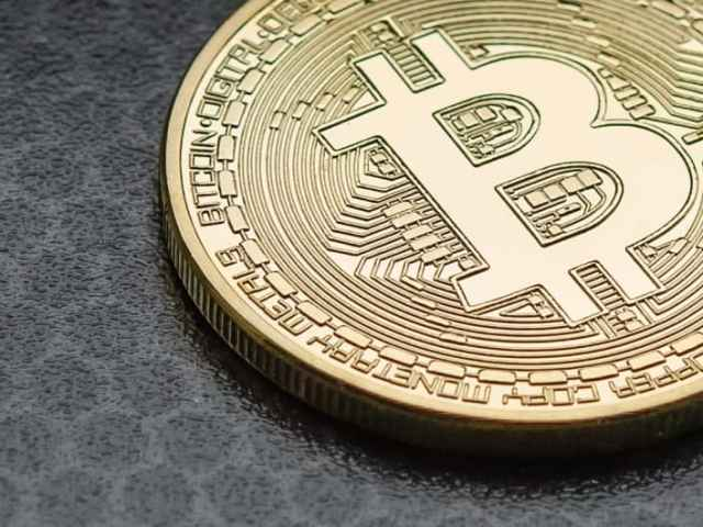Bitcoin Dives 10%, Pulled By Evergrande Selloff