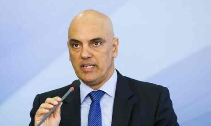 Ministro do STF impede Bolsonaro de decretar fim das quarentenas nos estados