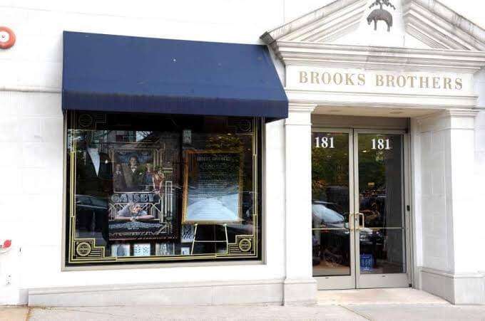 Varejista Brooks Brothers pede falência nos EUA