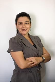 Socorro Viana - Graduada em Psicologia pela UNIFOR, com Especialização em Recursos Humanos pela UFC e Mestrado Profissional em Administração de Empresas.