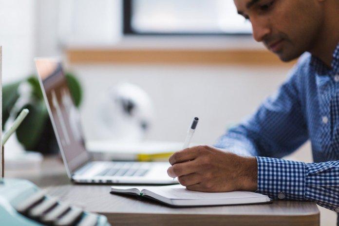 Os cursos online e gratuitos pelo WhatsApp são divididos por cinco temas: Finanças; Marketing; Planejamento e Gestão; Perfil do Empreendedor; Abertura, fechamento e crescimento da empresa.