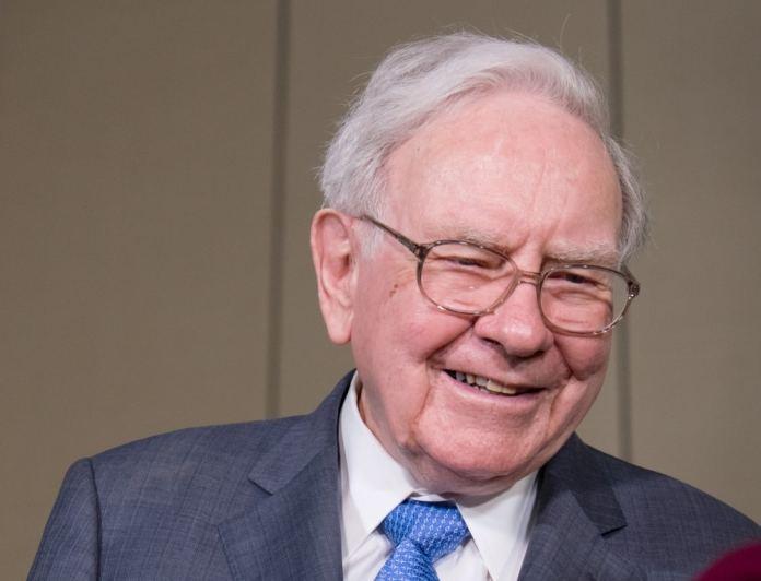 Um dos investidores mais importantes do mercado financeiro global, Warren Buffett também está entre os mais ricos do planeta. Em 2019, sua fortuna foi estimada em quase US $90 bilhões.