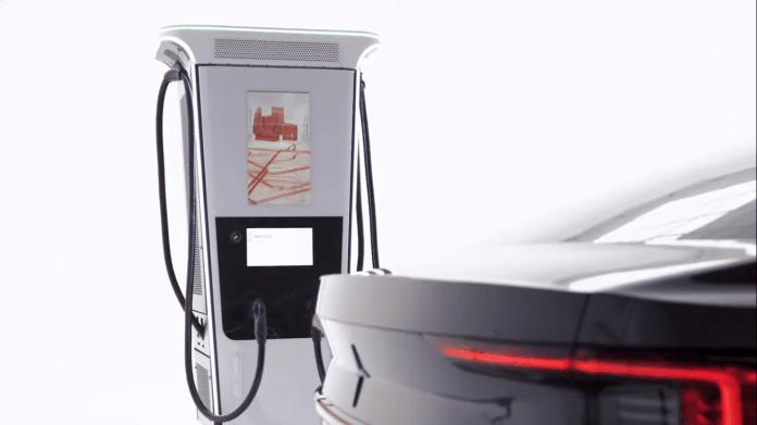 O sistema de iluminação do carregador orienta o usuário durante o processo de carregamento e mostra o estado de carga da bateria.(Foto: ABB Eletrificação/reprodução YouTube)