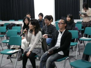 報告会の最後には、15年前のプログラム参加者からお話しを聞きました。