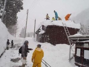 登山者用の公衆トイレ。傾斜がゆるいので、初心者には格好の実習場所になりました。