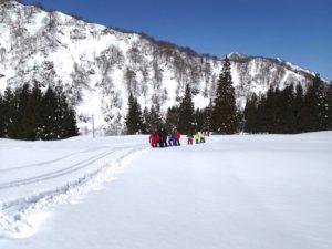 吸い込まれるような深い青空、きらきらと輝く真っ白な雪。身体の中まで透き通っていきそうです。