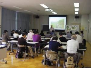 東京都の第1号の里山保全地域に指定されたあきる野市横沢入地区で保全活動に取り組む水野さんが、現場からの報告をしました。
