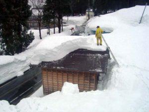 冬の清水。豪雪地帯である南魚沼でも、さらに雪が深い地域です。雪と向き合う日々が続くのです。