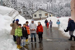 In Tochikubo village in Niigata, international participants experienced Japanese traditional ways of life in deep snow.