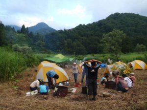 キャンプサイトは遠くに2,000メートル級の山々を望む電灯ひとつない場所。星空が最高でした。
