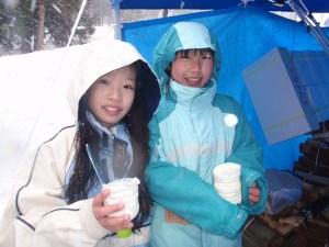 冷たい雪を使ったアイスクリーム作り。とっても甘いアイスクリームが出来ました。でも、とっても時間がかかるんです。