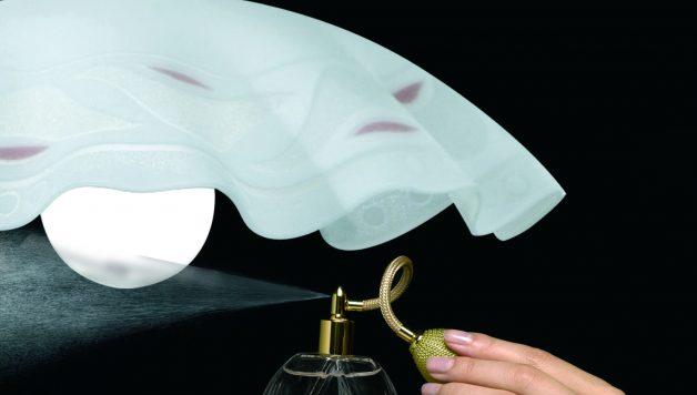 Risultati immagini per spruzzare profumo in casa
