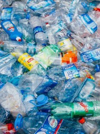 La basura plástica también acelera el cambio climático
