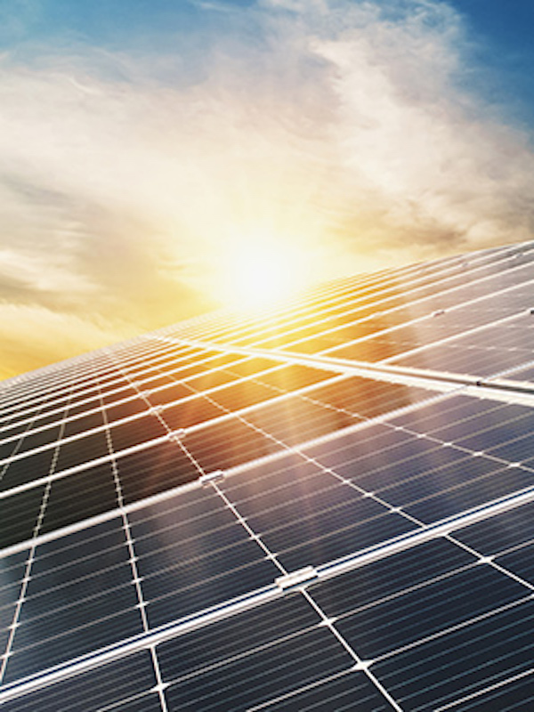 El uso de energía solar fotovoltaica reduce en un 25% el coste energético del sector salud en Castilla y León