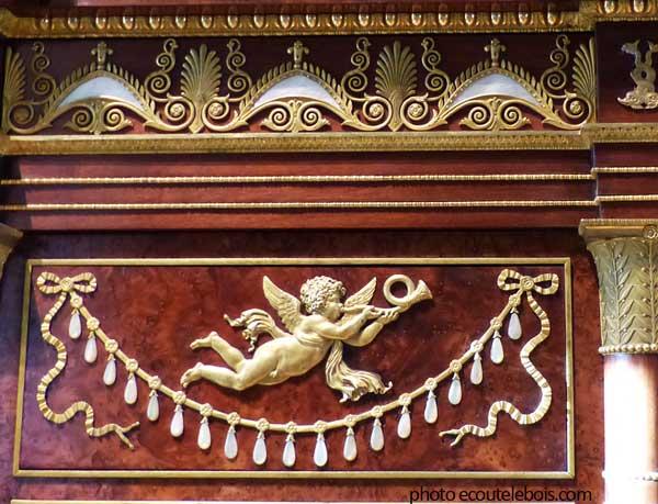 bronzes-meuble-Empire-Louvre-ecoutelebois