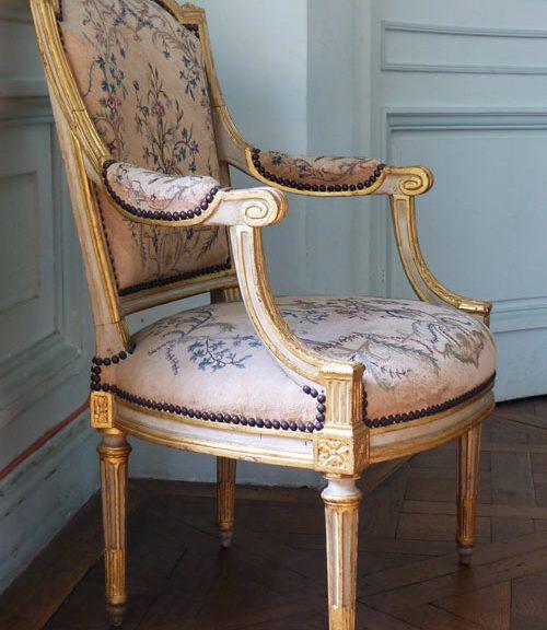fauteuil Louis XVI château Maisons ecoutelebois