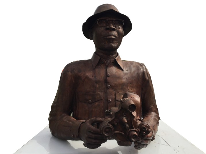 Buste de Paulin Soumanou Vieyra au siège du Fespaco