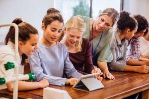 L'écran interactif et ses applications pédagogiques dynamisent la salle de classe