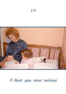 femme veillant sur ses deux enfants