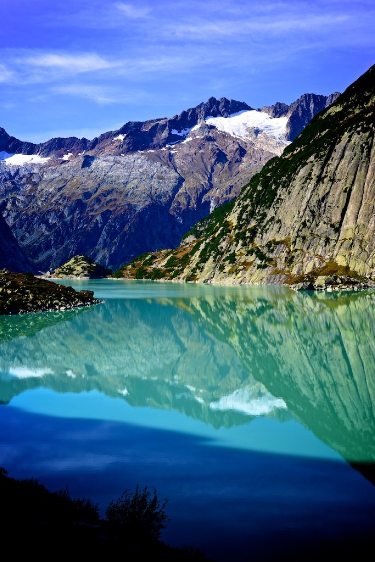 Refreshing View Of Switzerland With Stunning Mountain And