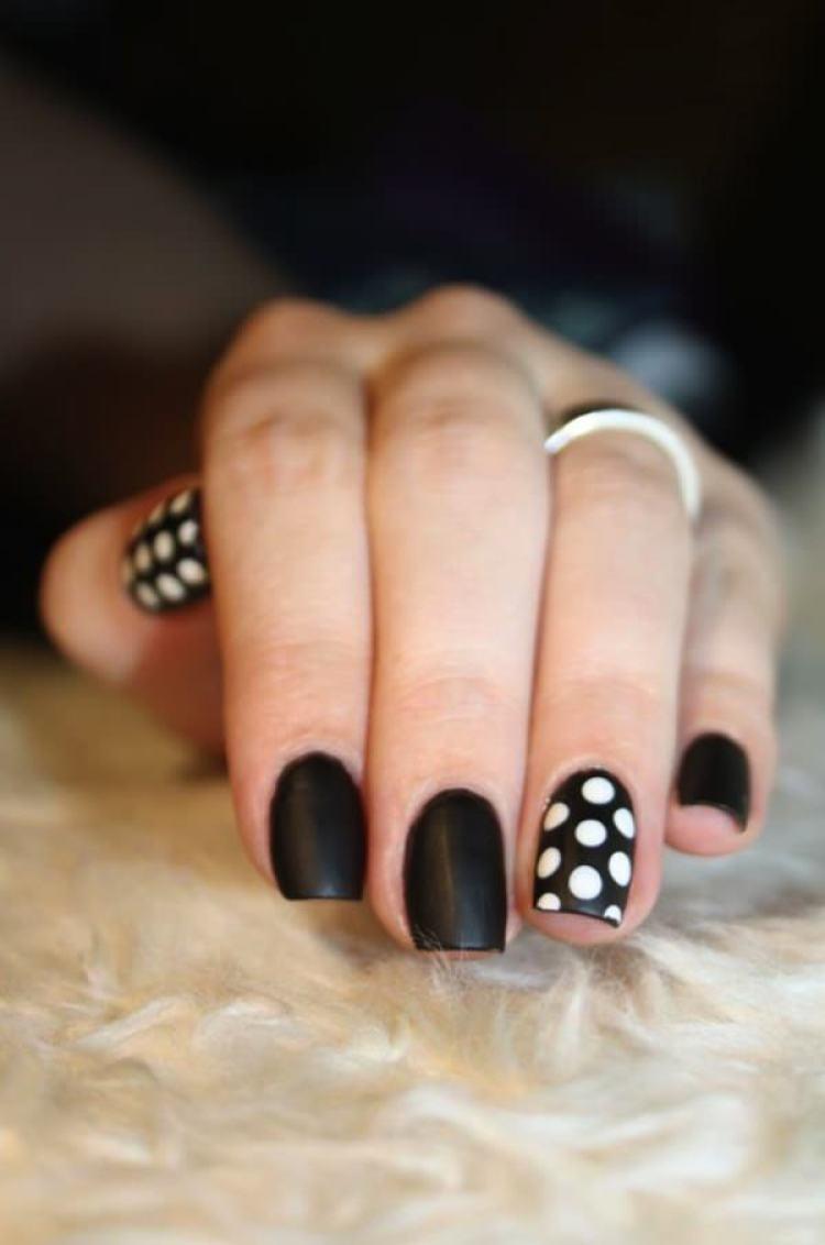 25 Creative Black And White Nail Design Ideas