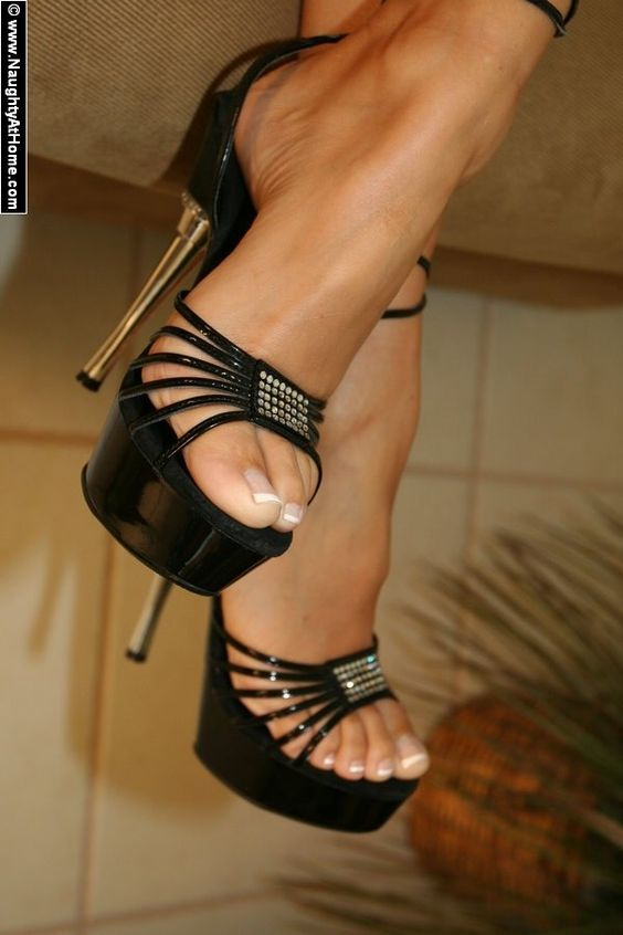 Amazing black heel