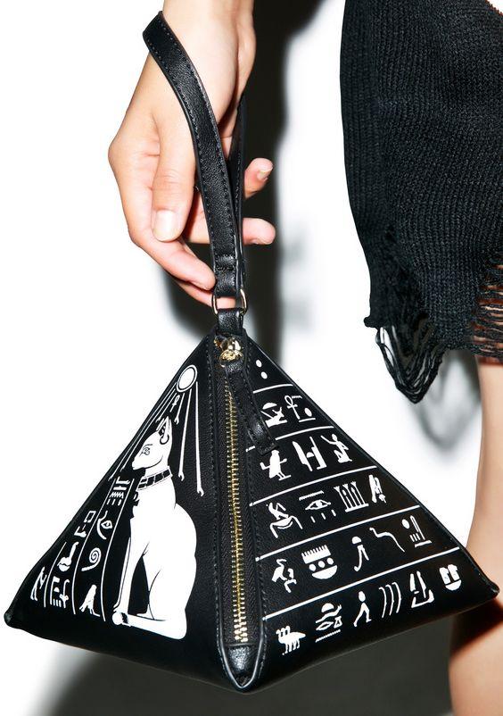 kill-star-pyramid-handbag