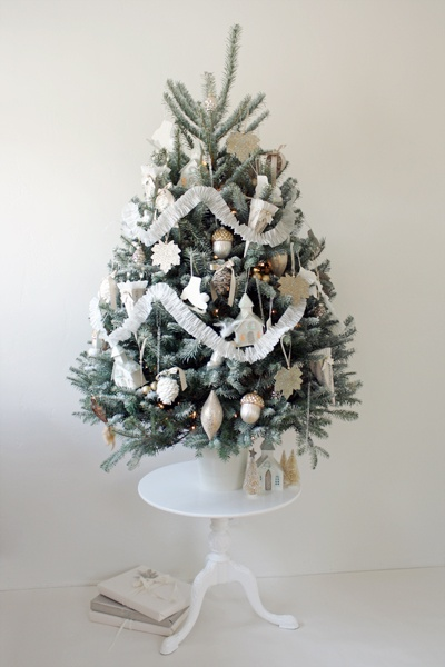 37 Awesome Silver And White Christmas Tree Decorating Ideas Amp Inspirations