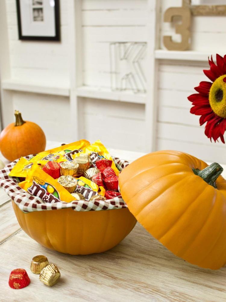turn-a-pumpkin-into-a-candy-dish