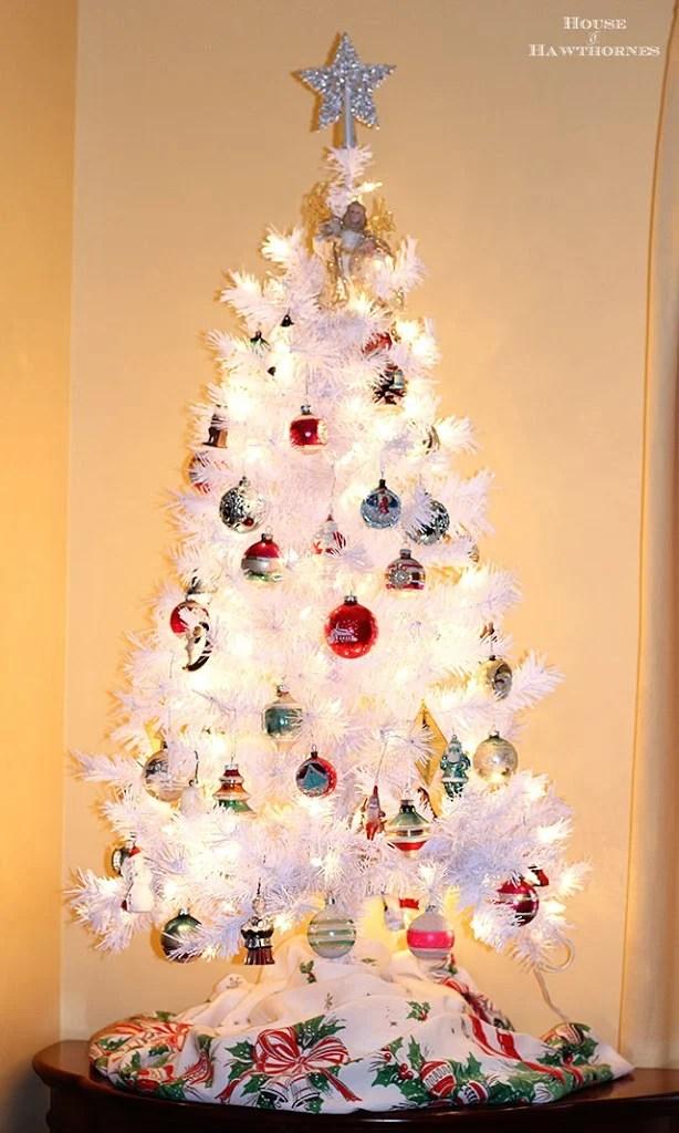 30 Creative White Christmas Tree Decorating Ideas