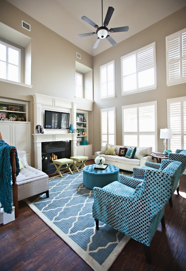It's likely you and your guests will spend countless hours in this room, discussing and entertaining. Inspiring Living Room Decorating Ideas For New Year ...