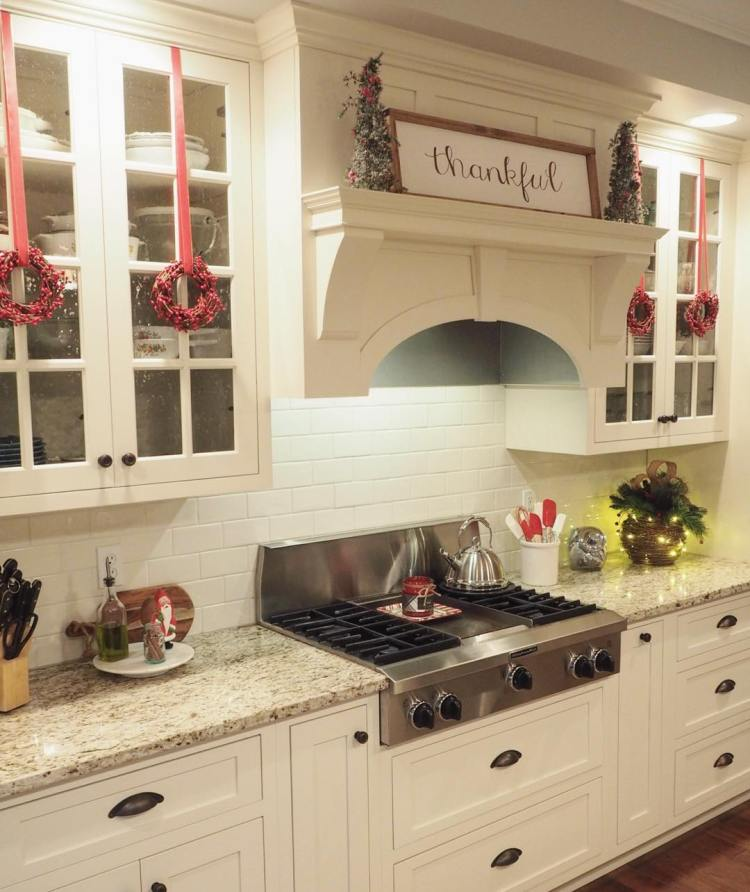 43 Modern Christmas Kitchen Decorating Ideas That Don't