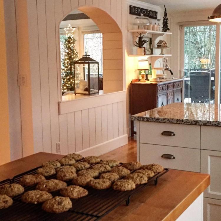 Kitchen Island Christmas Decor: Christmas Kitchen : 60 Modern Christmas Kitchen Decorating