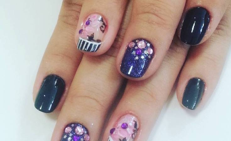 #purplenailart #blackandpurple #nailart #strass
