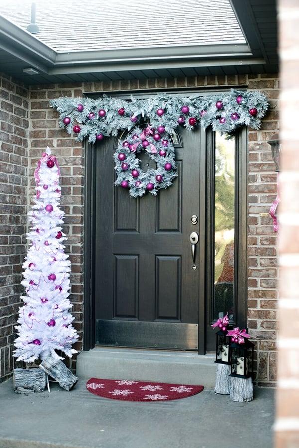 20 Memorable Ideas for Christmas Front Door Decoration