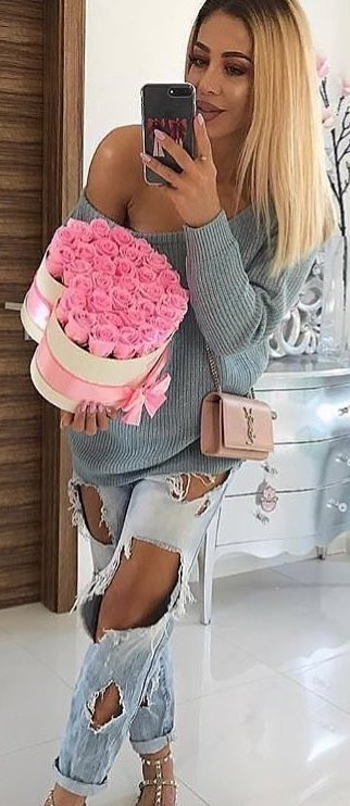 gray off-shoulder long-sleeved shirt and distressed blue pants outfit