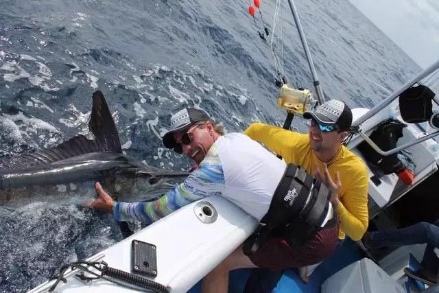 blue-marlin-fishing-billfishing-in-manta-ecuador-with-brothers-christoff-01