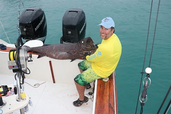bottom fishing ecuagringo galapagos 04