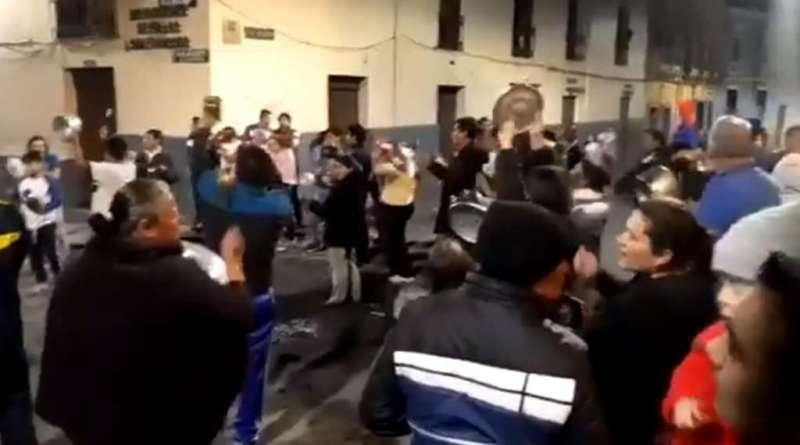 ECUADOR. Vecinos de Quito desafían el toque de queda con un 'cacerolazo' contra Lenín Moreno