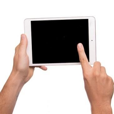Wygodne czytanie nie tylko na czytniku? Tablet czy hybryda – jaki sprzęt wybrać?