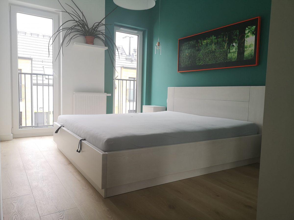 białe meble do sypialni z drewna bukowego