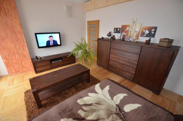 komoda drewniana nowoczesna