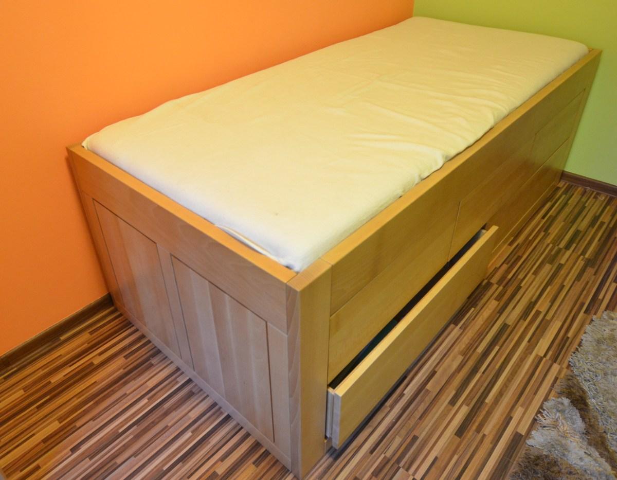 łóżko z pięcioma szufladami