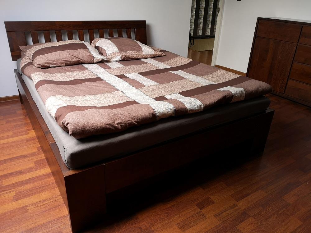 łóżko bukowe ze skrzynią kolor la