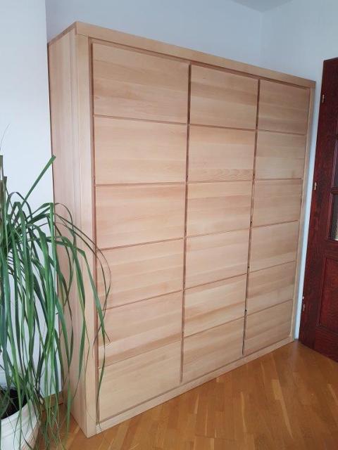 szafa drewniana trzydrzwiowa