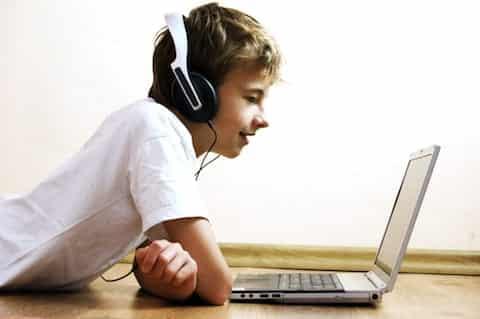 laptop boy headphones