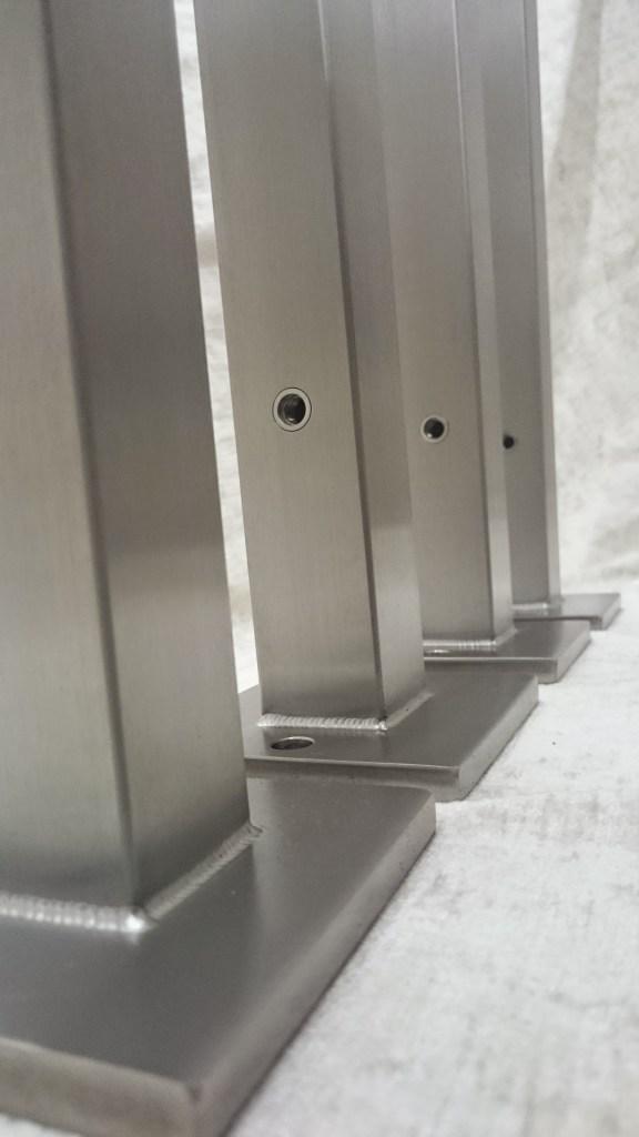 Säulen für Glaswand