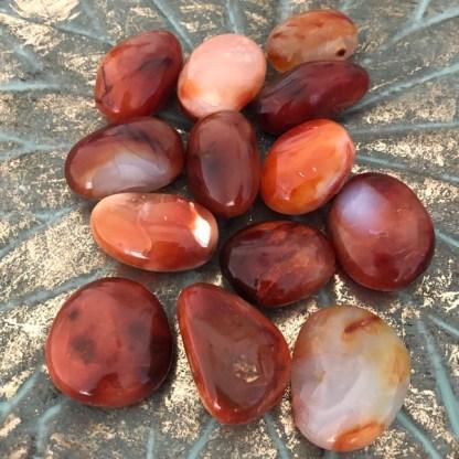 carneool kleine handsteen gepolijst mineralen