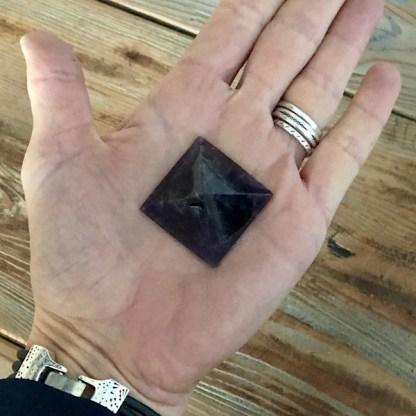 amethist piramide gepolijst mineralen